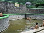 wisata-pemandian-air-panas-padusan-di-pacet-mojokerto_20180323_210346.jpg