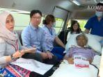 wni-di-singapura-ke-tps-meski-terbaring-di-ambulans.jpg