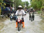 yuhronur-efendi-meninjau-daerah-yang-terendam-banjir-di-lamongan.jpg
