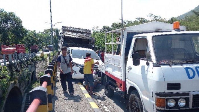 10 Kendaraan Terlibat Kecelakaan Beruntun di Jembatan Kembar Kedungjajang, Lumajang