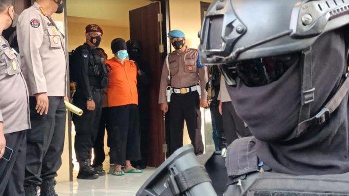 BREAKING NEWS :  22 Tersangka Teroris di Polda Jatim Dipindahkan Ke Jakarta
