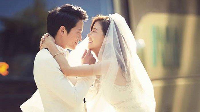 5-pasangan-artis-korea-terlibat-cinlok-saat-syuting-drama-lalu-menikah-ada-ji-sung-dan-lee-bo-young.jpg