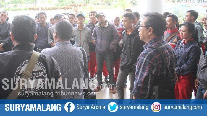 57 Mantan Karyawan SPBU Pandanrejo Demo di Depan Balai Kota Among Tani Kota Batu