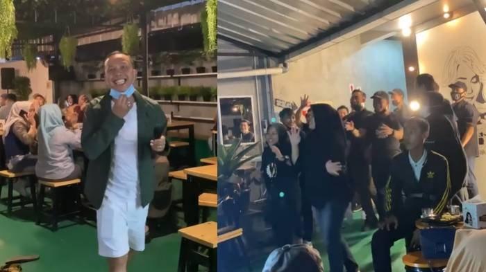 Abdul Rozak bernyanyi di kafe Ayu Ting Ting