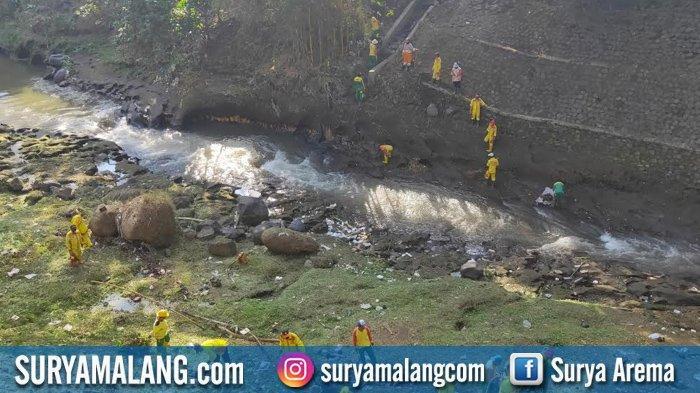 Ada 2 Ton Sampah di Sungai Brantas Dekat Pasar Burung Splendid, Kota Malang