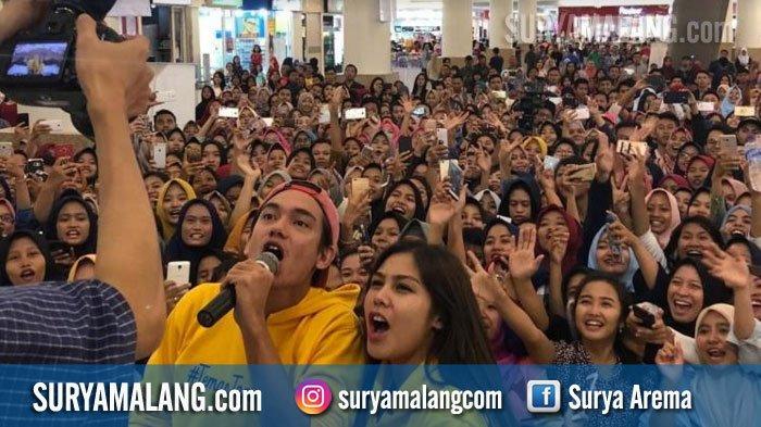 Cast 'Teman Tapi Menikah', Adipati dan Vanesha Sapa Penggemar di Surabaya