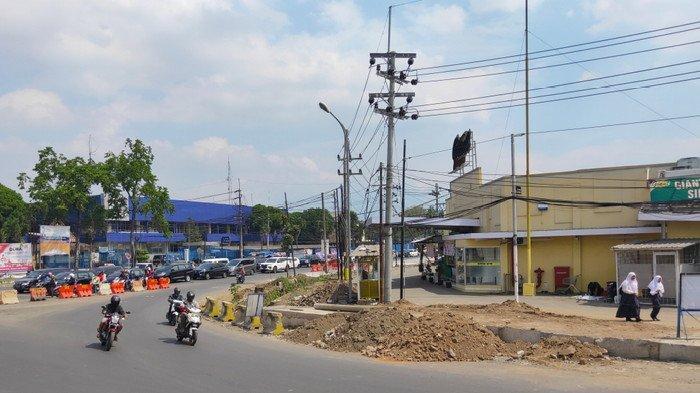 Tiang Listrik Jadi Penghalang Utama Penyelesaian Underpass Karanglo, Malang