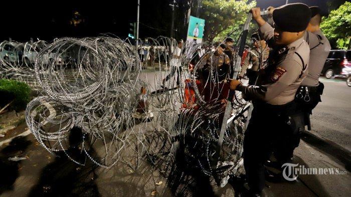 6 Update Terkini Aksi Damai 22 Mei di Jakarta, Sempat Terjadi Perang Batu dan Gas Air Mata
