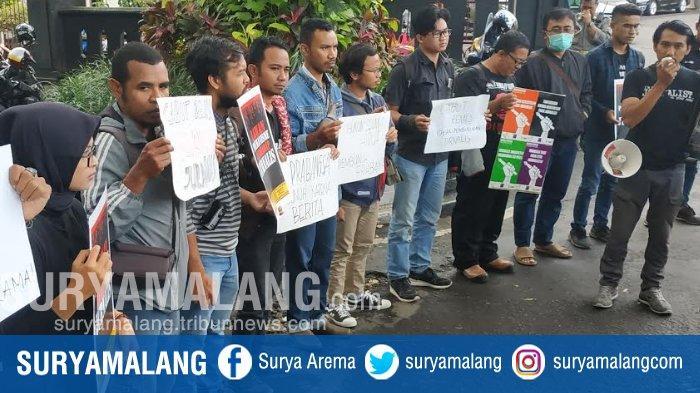 Tuntut Presiden Joko Widodo Mencabut Remisi Hukuman Susrama, Jurnalis Dan Aktivis Kota Malang Demo