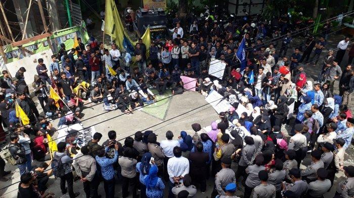 Aktivis WCC Kota Malang Gelar Demo, Minta Penjelasan Kadindik Soal Kekerasan Seksual Siswi SD