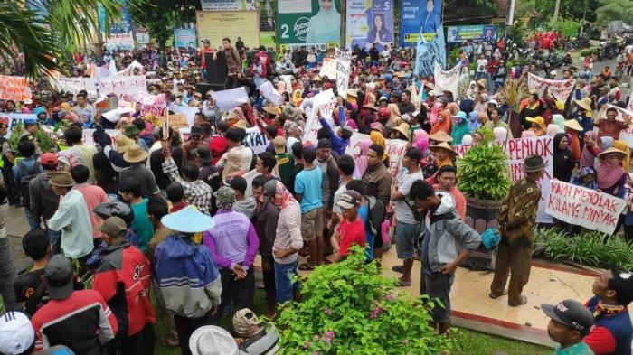 Warga Enam Desa Di Tuban Unjuk Rasa Tolak Pembangunan Kilang Minyak Pertamina-Rosneft