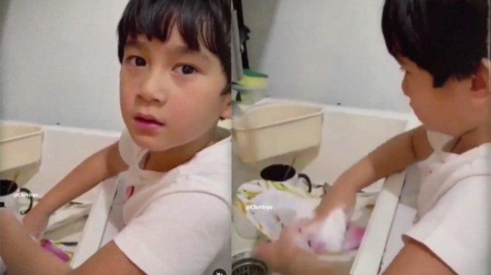 Aksi Rafathar cuci piring