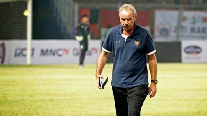 Rumor Panas Bursa Transfer Liga 1 2019 : Alfred Riedl Dikabarkan Akan Jadi Pelatih Baru Persebaya