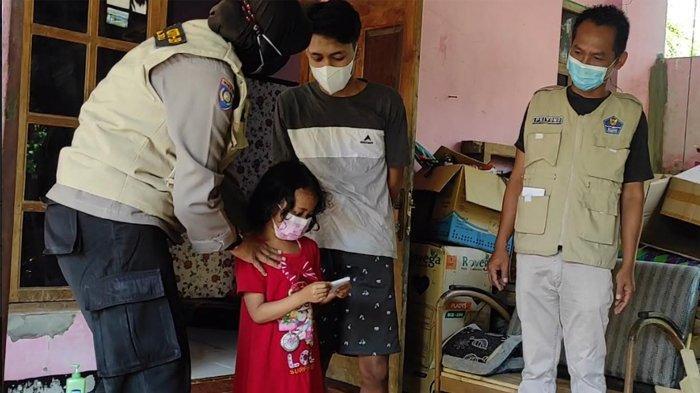 Polwan di Ponorogo Salurkan Bantuan Kepada Anak Yatim Piatu Yang Ortunya Meninggal Terpapar Covid-19