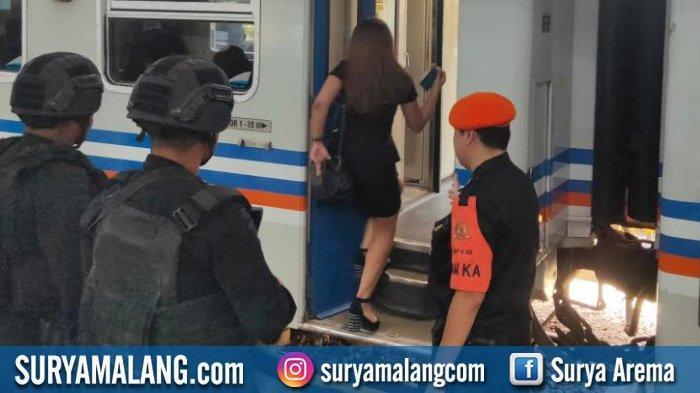 Antisipasi Pergerakan Massa ke Jakarta Ikuti Aksi 22 Mei, Polisi Pantau Stasiun Kota Baru, Malang