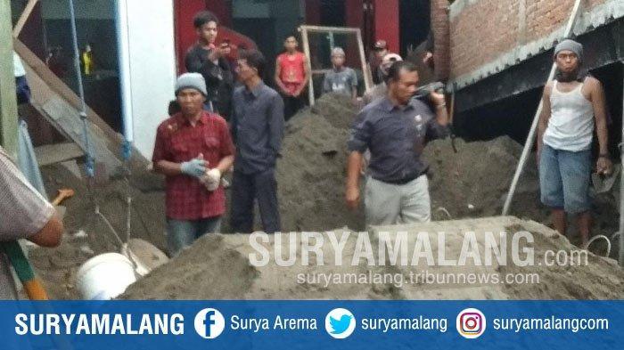 Sidak Pembangunan Pasar Legi, Anggota DPRD Kota Blitar Marah & Minta Pekerja Berhenti Bekerja Dulu