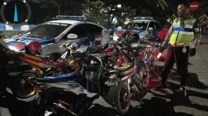 Dianggap Menggangu dan Memicu Kecelakaan, Polisi Tilang Puluhan Kendaraan Berknalpot Brong di Madiun