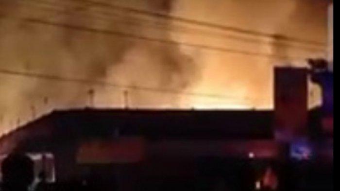 BREAKING NEWS - Pasar Campurdarat Tulungagung Kebakaran, 70 Persen Bangunan Terbakar