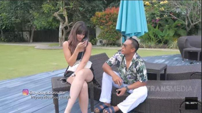 Potret Nia Ramadhani dan Ardi Bakrie saat syuting acara Nyonya Boss di TRANS TV