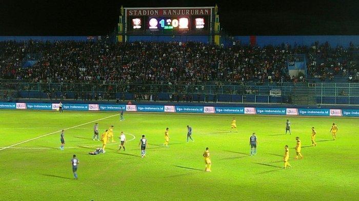 Arema FC Vs Barito Putera - Singo Edan Unggul 1-0 hingga Babak Pertama Berakhir