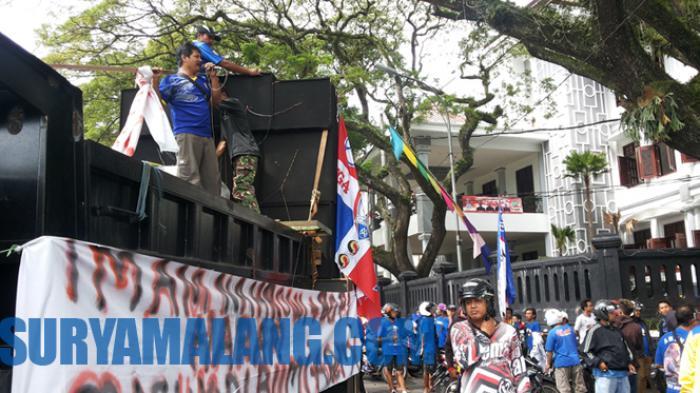 Sebelum Kirim Surat Protes ke Menpora, Aremania Minta Stempel DPRD Malang