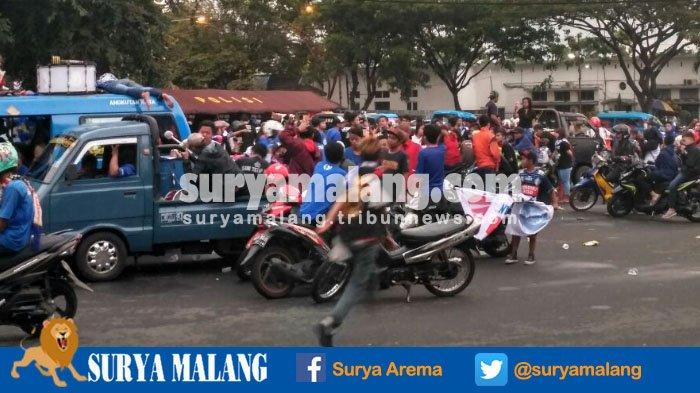 Usai Napak Tilang Arema FC Juara, Aremania Tak Langsung Pulang, Ini yang Dilakukannya