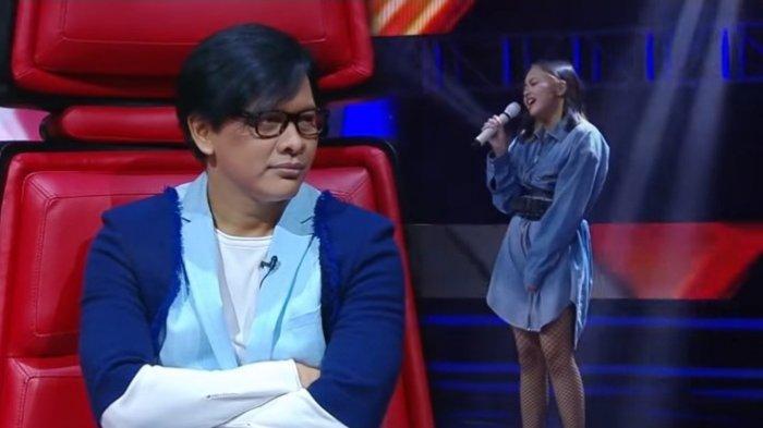 Armand Maulana menangis saat anaknya, Naja Dewi Maulana, menyanyi di The Voice Indonesia 2019.