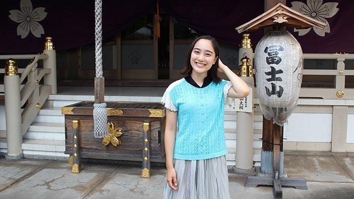 Artis Jepang Mikako Yoshida Takut dan Ngeri Saat Berjalan di Atas Jembatan Bambu di Yogyakarta