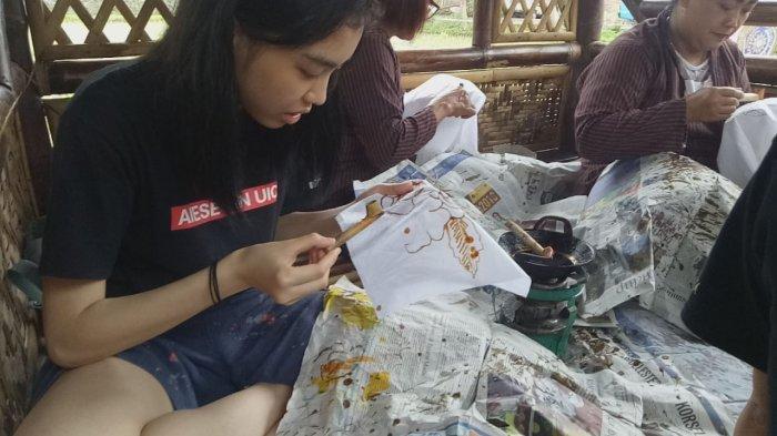 20 Mahasiswa Asing Peserta AIESEC Sinau Budaya di Kampung Budaya Polowijen