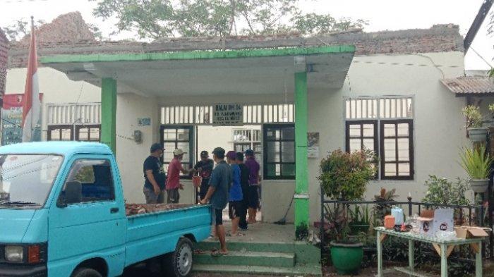Diguyur Hujan Deras, Atap Balai RW 04 Kelurahan Pandanwangi Kota Malang Ambruk