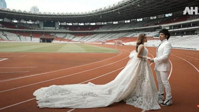 Pasangan Atta Halilintar dan Aurel Hermansyah baru saja menjalani foto prewedding di Gelora Bung Karno (GBK) Senayan, Jakarta.