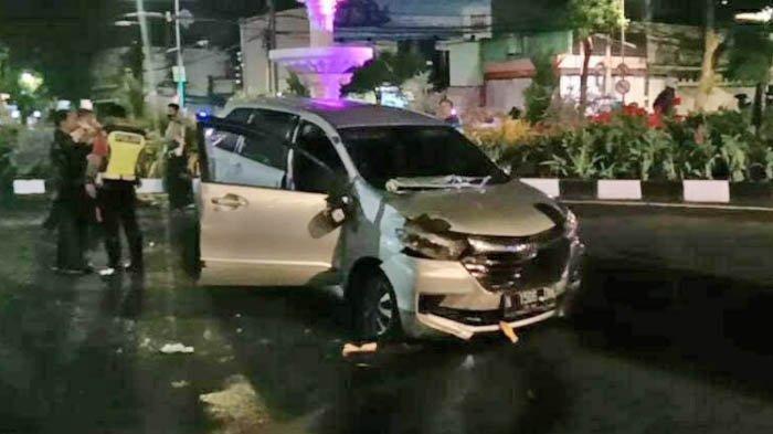 Avanza Plat N Tabrak Air Mancur Alun-Alun Suroboyo, Petugas Sebut Pengemudi Tampak 'Ketakutan'