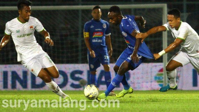 Arema FC Vs Persebaya - Gol Ricky Kayame Pada Menit 91 Bawa Arema Unggul 2 - 0