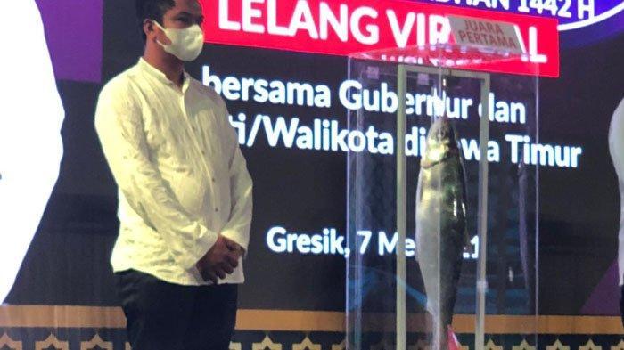 Wali Kota Surabaya, Eri Cahyadi Beli Bandeng Pemenang Kontes Bandeng Gresik 2021 Seharga Rp 25 Juta