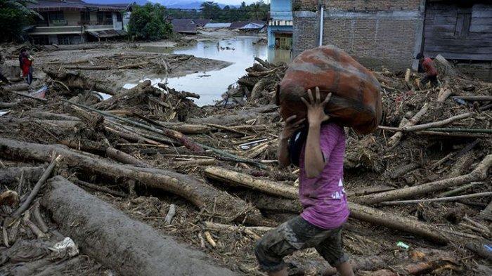 Banjir Bandang Tewaskan 16 Orang di Luwu Utara, Maskur Selamat Karena Pohon Kelapa, Anaknya Hilang