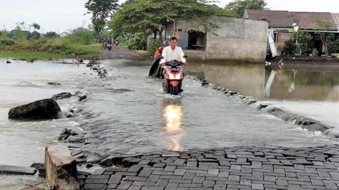 Sungai Kali Lamong dan Bengawan Solo Meluap, Gresik Dikepung Banjir