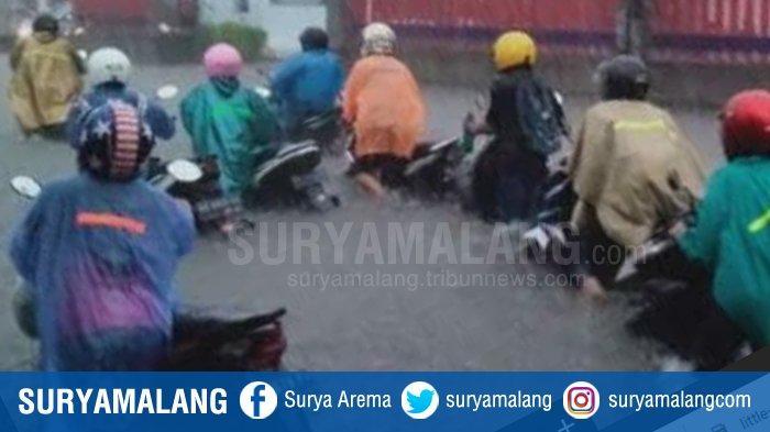 Banjir Besar di Kota Kediri, Diguyur Hujan Deras Jalan di Tengah Kota Berubah Seperti Sungai