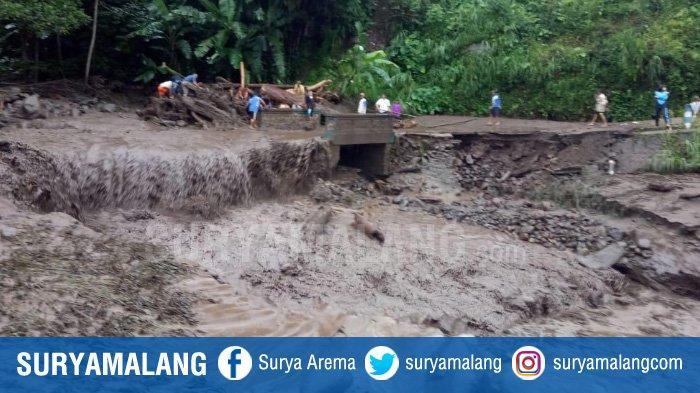Banjir Lumpur Putus Akses 70 KK di Perbatasan Blitar-Malang