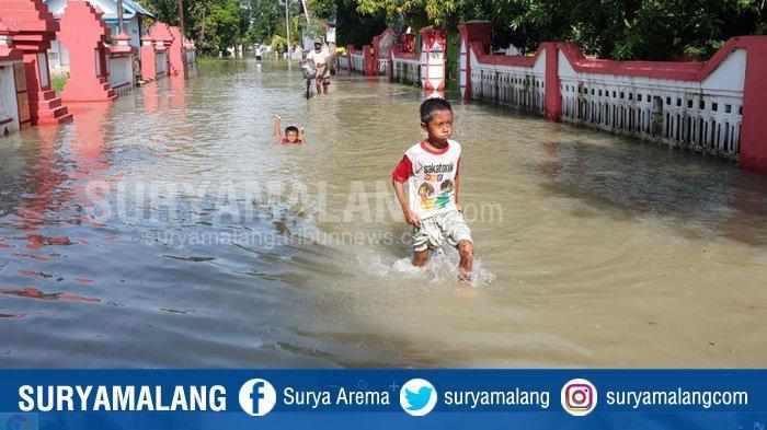 Warga Terdampak Banjir di Mojokerto Mulai Kesulitan Air Bersih, 3 Hari Banjir Belum Surut