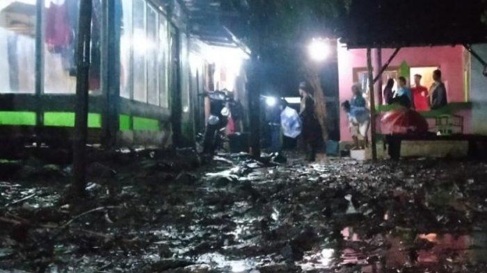Banjir Setinggi Lutut Orang Dewasa Rendam Desa Leprak, Bondowoso