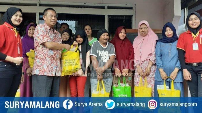 Bahrul Maghfiroh Cinta Indonesia (BMCI) & Alfamart Beri Bantuan Sembako Bagi Kaum Dhuafa Kota Malang
