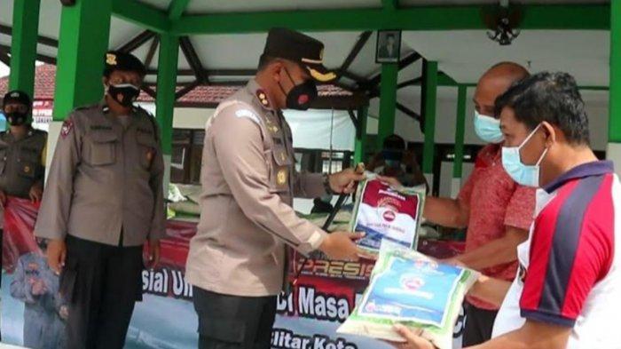 Polres Blitar Kota Salurkan Bantuan 1 Ton Beras untuk Warga Terdampak PPKM Darurat