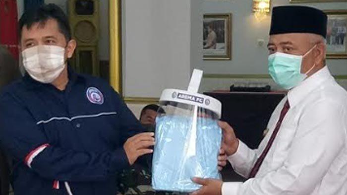 Antisipasi Status PSBB Malang Raya, Arema FC Beri Bantuan Face Shield ke Forkopimda Kabupaten Malang