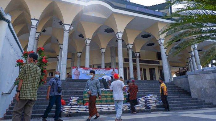 Marbot Masjid di Kota Kediri Dapat Bantuan Paket Sembako dari Kapolri