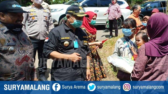 Sanusi-Didik Salurkan Bantuan Beras di Pelosok Kabupaten Malang