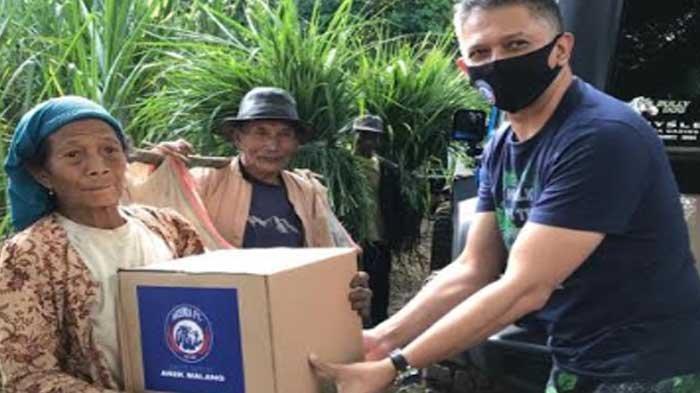 Gerakan Bhakti Arema FC untuk Arek Malang, Singo Edan Beri Bantuan Sembako Ke Petani dan Lansia