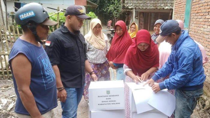 Dinsos Kirim Bantuan Sembako ke Korban Tanah Longsor Ngantang Malang