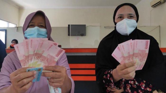 Bansos dari Pemerintah Pusat Cair, Warga Kota Malang Bersyukur Dapat Bantuan Uang Rp 600 Ribu