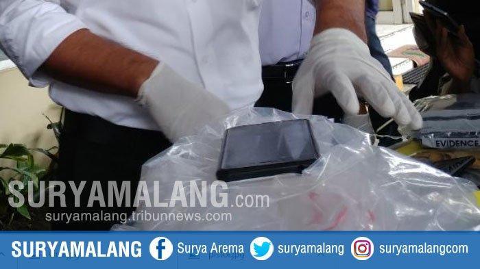 Barang bukti pembunuhan yang disita Polres Jember