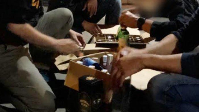 Tak Ada Izin, Bea Cukai Malang dan Satpol PP Amankan Ratusan Botol Miras dari Bar dan Toko